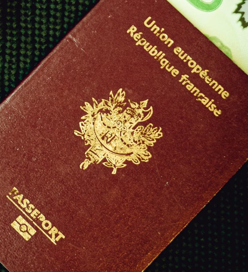 Mon passeport, et par extension ma nationalité, est sans doute la pièce centrale qui permet le plus de choses positives pour moi.